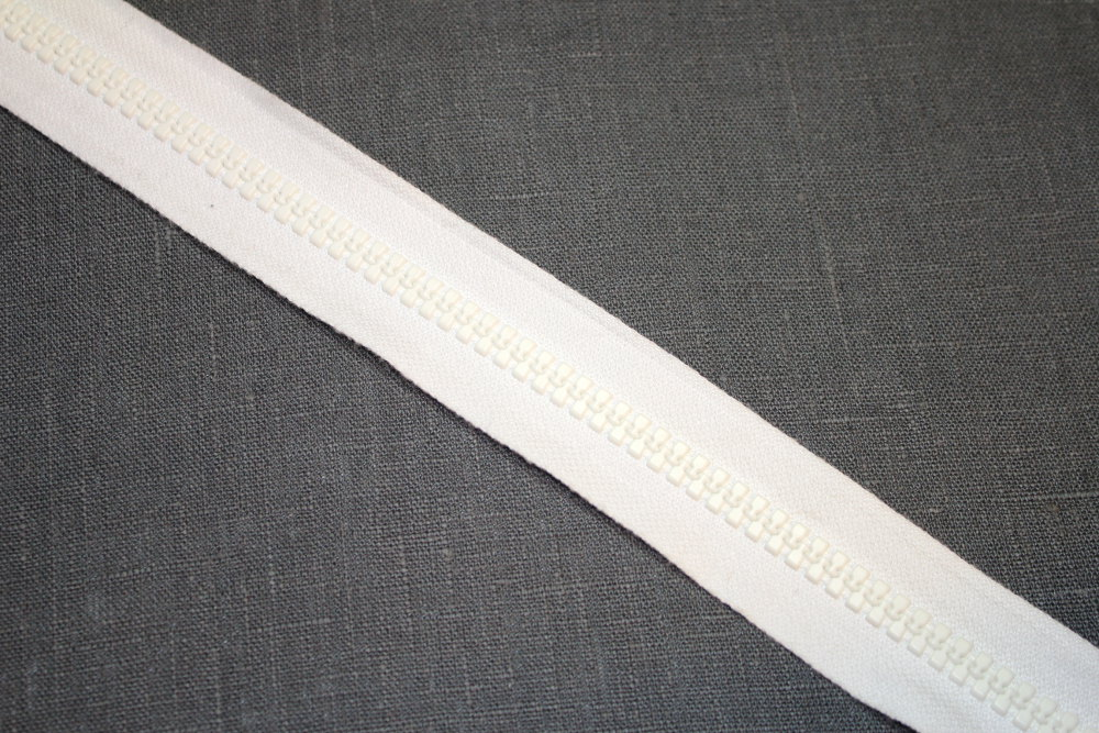 valkoinen-ulkovetoketju